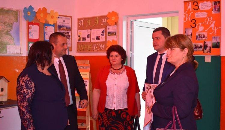 """Народните представители от ПГ на """"БСП за България"""" Станислав Владимиров и Любомир Бонев бяха гости на тържеството по случай 150-та годишнина от основаването на Земенската гимназия"""