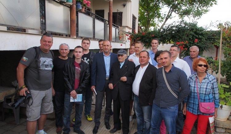 Ген. Радев към перничани: Могат да отнемат индустрията, но не и гордия ви български дух