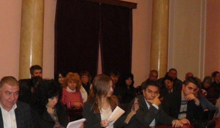 Младежкото БСП в Перник очаква действията на кмета