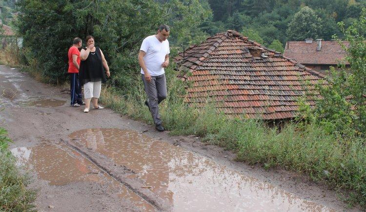 Кирил Леонов внася искане в общината за асфалтиране на улици в Перник
